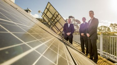 Ivor Frischknecht (right), head of the Australian Renewable Energy Agency, at a launch last year of a study into using batteries to bolster solar power.