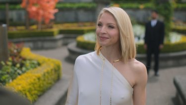 Staright from the pages of Chandler: Miriam Bancroft (Kristin Lehman).