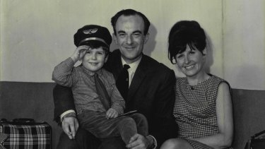 An English family reached Sydney Airport by Qantas as migrants in 1966.