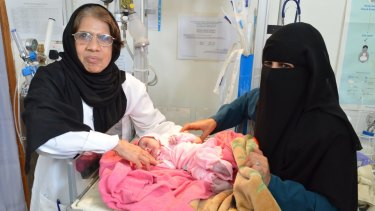 MSF Australian obstetrician, Dr Shanti Hegde, attends to a newborn baby at the MSF-supported Khamir hospital in Yemen. She has just returned from an assignment in Kabul.