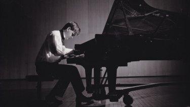 Geoffrey Tozer performing in 1986.