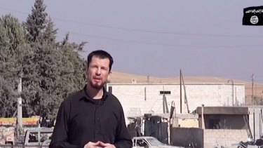 "An image grab taken from a video released by IS in October 2014 purportedly shows 43-year-old kidnapped British reporter John Cantlie standing in a war-damaged town, talking to the camera and rejecting US claims that the ""mujahideen"" are in retreat."