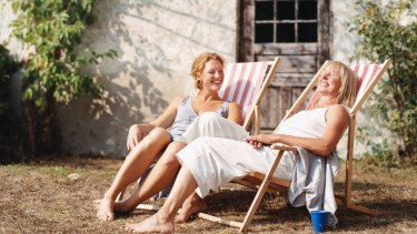 Can age-gap friendships survive?