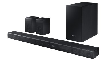 The Samsung HW-K950 consists of a soundbar, wireless sub-woofer and wireless rear speakers.
