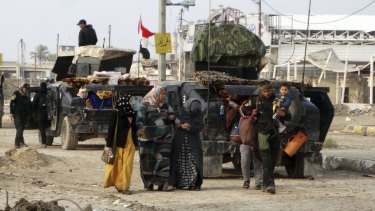 Leaving Ramadi as Iraqi security forces flush out Islamic State militants on Thursday.