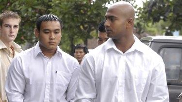 Tan Duc Thanh Nguyen with Myuran Sukumaran during their trial.