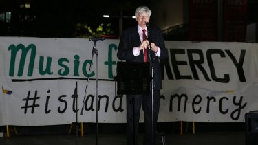 Human rights lawyer Geoffrey Robertson, QC, speaks at a candlelit vigil for Andrew Chan and Myuran Sukumaran at Martin Place.