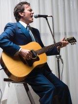 Blues guitarist Matt Ross