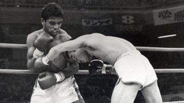 Lionel Rose and Fighting Harada contesting the world bantamweight title in 1968.
