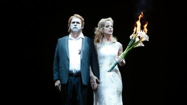 Stevan Vinke as Siegfried and Lise Lindstrom as Brunnhilde.