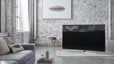 The Series 9 JS9500 fills a living room.
