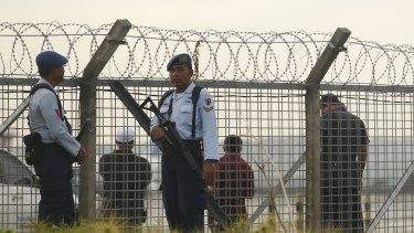 Indonesian police and security guard the fence line at Ngurah Rai International airport when Bali Nine duo Myuran Sukumaran and Andrew Chan were transferred Nusakambangan.