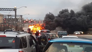 The bus fire brought traffic to a halt on the Harbour Bridge.