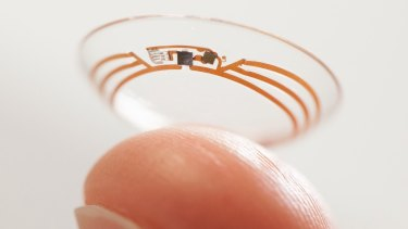 Samsung is attempting to patent a contact lens with a built-in camera.