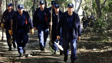 Police searching the Bungonia State Recreation Area in 2002 for the bodies of Kerry Whelan and Dorothy Davis.