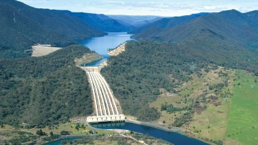 Snowy Hydro scheme developer has been sold to an arm of the Singapore government.