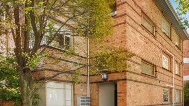 A block of flats sold at 9-15 Adams Street, South Yarra.