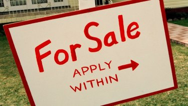 Melbourne estate agents will have to quote a price range under new rules aimed at preventing underquoting.