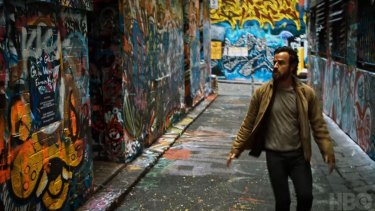 Justin Theroux wanders through Hosier Lane, Melbourne, in The Leftovers.