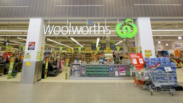 Shoppers will earn discount dollars through the new look Woolworths loyalty scheme