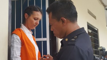 Byron Bay woman Sara Connor is handcuffed for the transfer from her holding cell to the Denpasar District Court.
