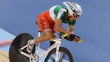 Iranian paracyclist Bahman Golbarnezhad, 48, has died after a serious crash during the men's C4-5 road race at the Paralympics in Rio de Janeiro.