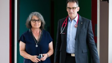 Co-ordinator of the paired kidney exchange program Claudia Woodroffe and nephrologist Paolo Ferrari.