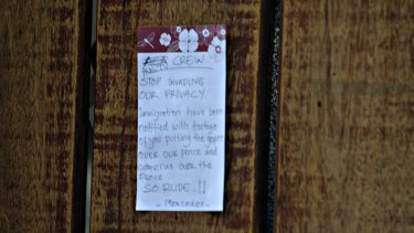 Mercedes Corby leaves a message for the media on the fence outside the Bali villa where Schapelle Corby is living.