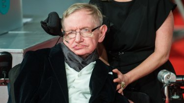 Physicist Stephen Hawking will answer AI questions on Reddit after supporting a call for researchers to tread carefully.