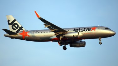 The report praised the efforts of the Jetstar crew aboard the Airbus A320, similar to the plane pictured.