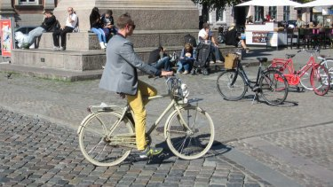 Smooth: cobbled streets and snappy outfits abound.