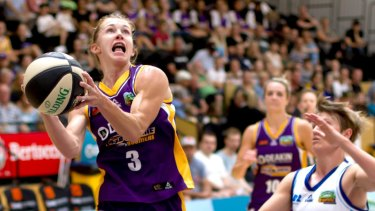 Melbourne Boomers' Brittany Smart drives to the hoop against Canberra's Jess Bibby.