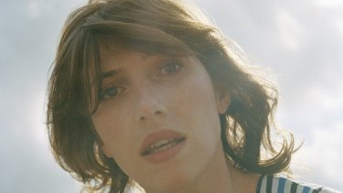 New Zealand singer-songwriter Aldous Harding fuses her signature folk sound with elements of classical and jazz music.