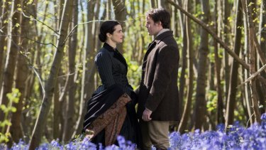 Sam Claflin with Rachel Weisz in My Cousin Rachel.