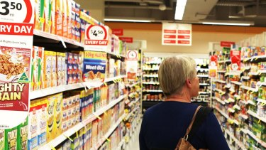 Coles is offering loyalty card holders discounts of up to 15 per cent off big-basket shops to drive sales as Woolworths' sales finally return to growth.