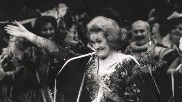 Rapturous applause...Dame Joan Sutherland bids farewell