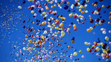 Releasing balloons at ceremonies kills birds and should be banned, say scientists.