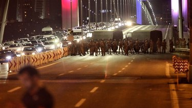 Istanbul's bridges across the Bosphorus, the strait separating the European and Asian sides of the city, have been closed to traffic by soldiers.