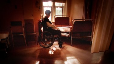 A parliamentary report recommends that Victoria legalise assisted suicide for the terminally ill.