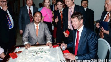 Huang Xiangmo playing mahjong with NSW Premier Mike Baird.