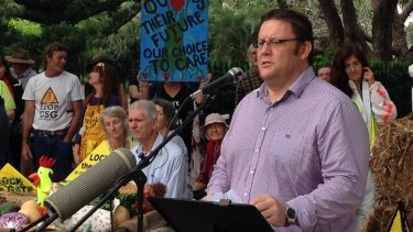 Glenn Lazarus has threated to walk all the way to Canberra in a mankini.