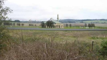 The Narre Warren mosque was to have been built on a  on a site fronting the Belgrave-Hallam Road