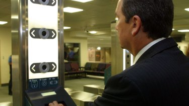 Chris Ellison scans his passport: Customs launched the SmartGate self-processing system for Australian International passengers in 2005.