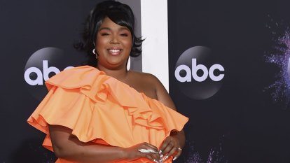 Lizzo leads the looks on the 2019 AMAs red carpet