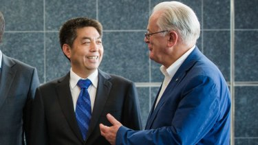 Ye Cheng, of Landbridge, and then trade minister Andrew Robb in 2015.