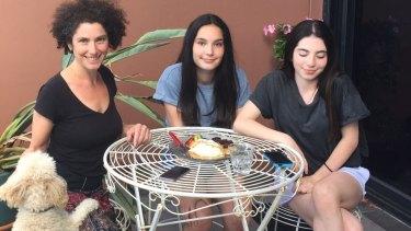 Vivienne Reiner and her teenage daughters.