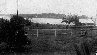 A photo of what is believed to be Bennelong's grave, circa 1900.