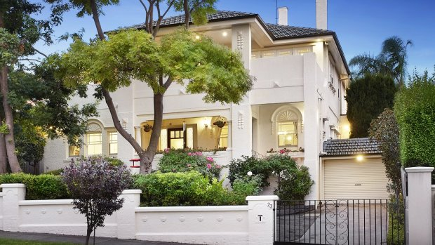 How it sold: Last-minute $4.3m bid for Melbourne mansion saves the day