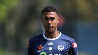 Former Victory midfielder Rashid Mahazi returns to the A-League after signing for the Wanderers.