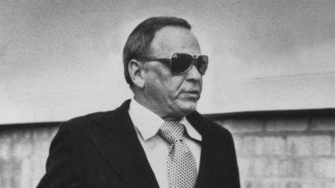 Frank Sinatra studiously ignoring the press in Melbourne in 1974.